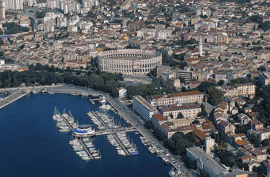 Pula by Renco Kosinozic via Croatian National Tourist Board 1