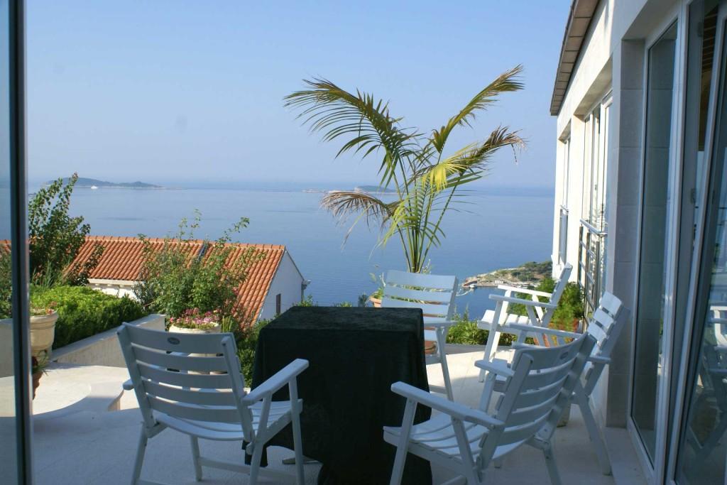 Villa-Lanterna,-Mlini-Bay,-Dubrovnik-Riviera-(1)