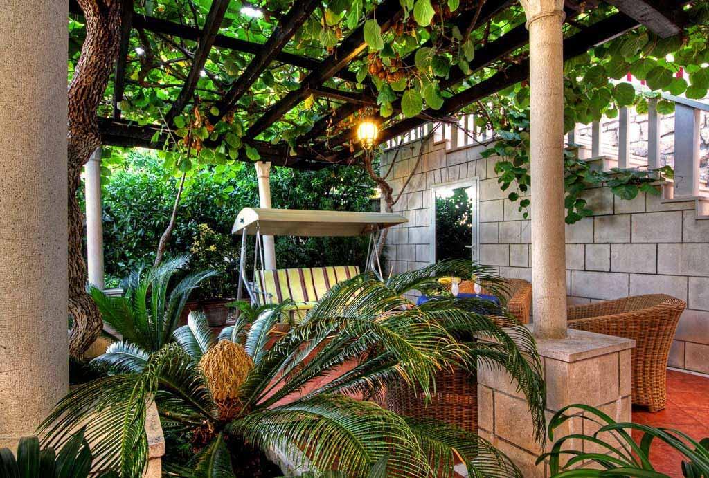 Villa-Mlini,-Mlini-Bay,-Dubrovnik-Riviera---lower-terrace-2