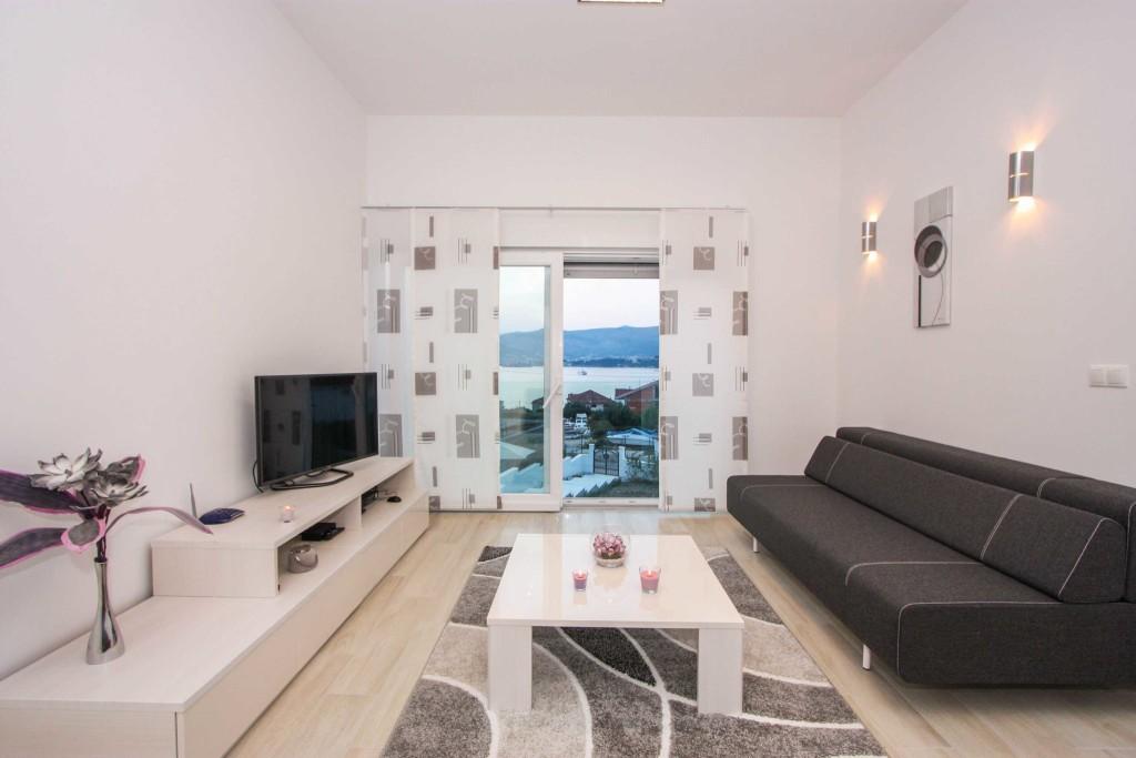 Villa-Lendra,-Okrug-Gornji,-Ciovo,-Split-Riviera,-Croatia-(1)