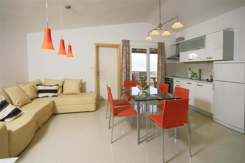 Palm Tree Garden Apartment, Slatine Bay, Split Riviera (4)