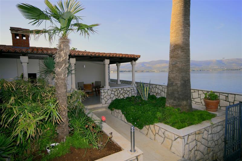 Palm Tree Garden Apartment, Slatine Bay, Split Riviera (8)