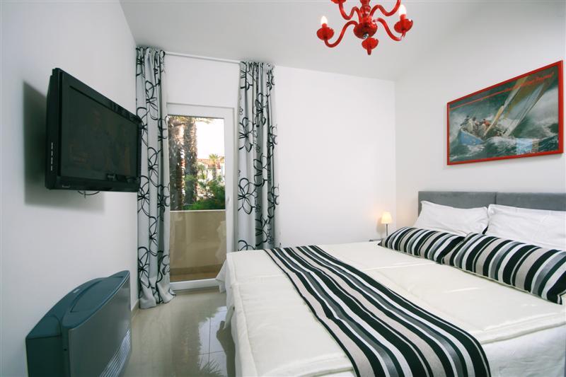 Palm Tree Garden Apartment, Slatine Bay, Split Riviera