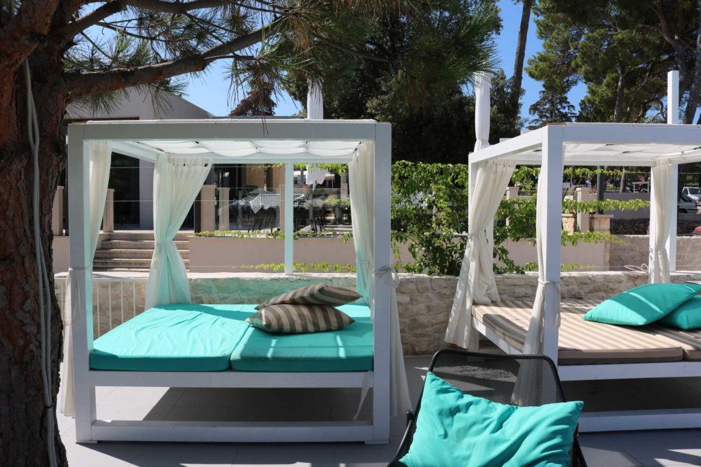 Beach-Club-&-Restaurant-Roso,-Supetar,-Brac-Island-(14)