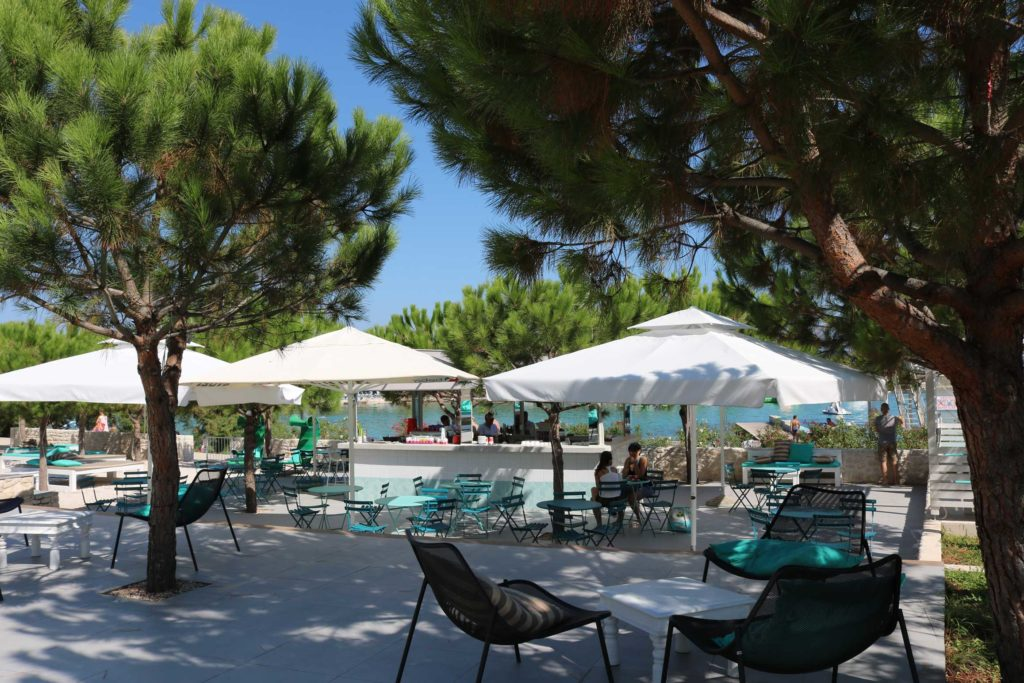 Beach-Club-&-Restaurant-Roso,-Supetar,-Brac-Island-(16)