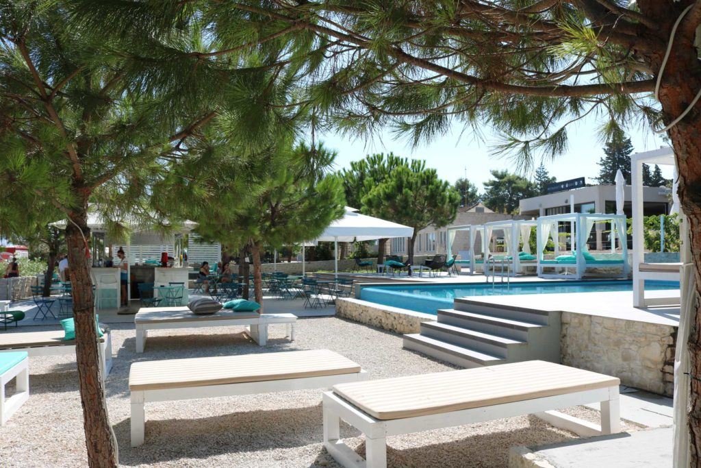 Beach-Club-&-Restaurant-Roso,-Supetar,-Brac-Island-(18)