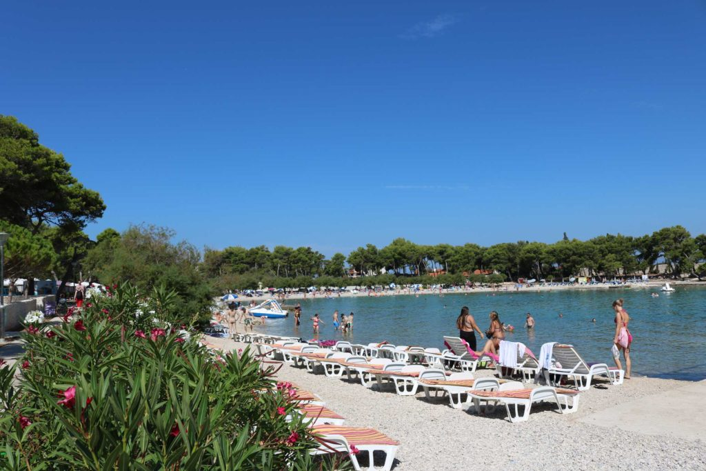 Beach-Club-&-Restaurant-Roso,-Supetar,-Brac-Island-(20)
