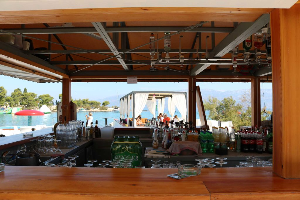 Beach-Club-&-Restaurant-Roso,-Supetar,-Brac-Island-(4)