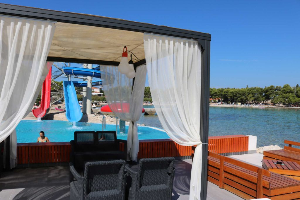 Beach-Club-&-Restaurant-Roso,-Supetar,-Brac-Island-(5)