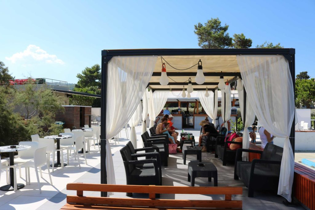 Beach-Club-&-Restaurant-Roso,-Supetar,-Brac-Island-(8)