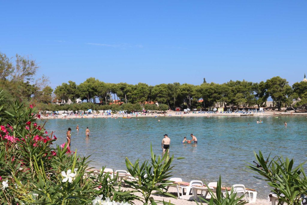 Beach-Club-&-Restaurant-Roso,-Supetar,-Brac-Island-(9)