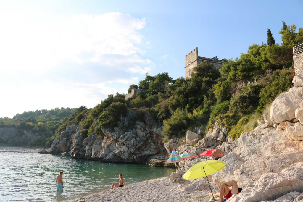 Orasac-Beach,-Radisson-Blu-Hotel,-Orasac-Coast,-Dubrovnik-Riviera-(3)
