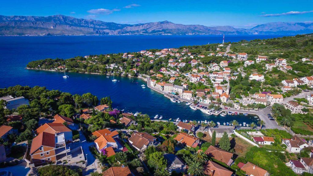 Splitska-Bay,-Brac-Island-(14)