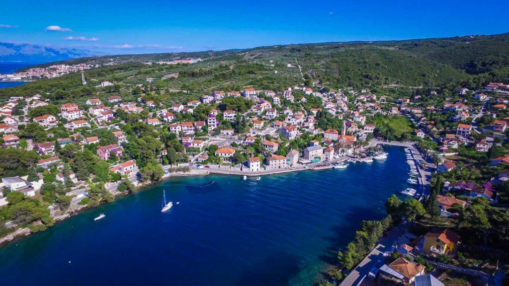 Splitska-Bay,-Brac-Island-(7)