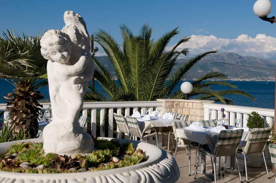 Restaurant Villa Tina, Arbanja, near Slatine Bay, Split Riviera (14)