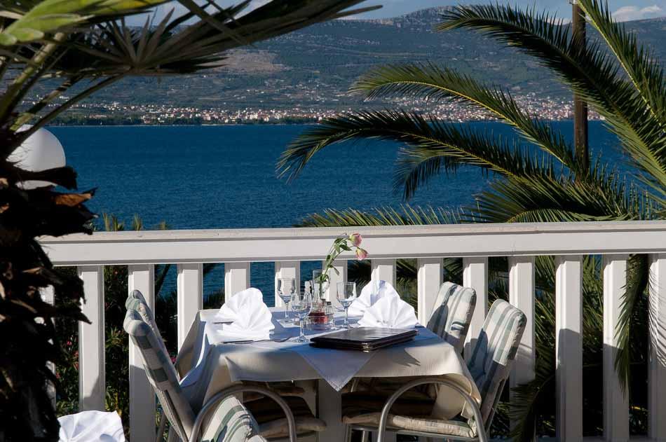 Restaurant Villa Tina, Arbanja, near Slatine Bay, Split Riviera (15)