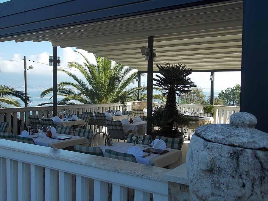 Restaurant Villa Tina, Arbanja, near Slatine Bay, Split Riviera (17)