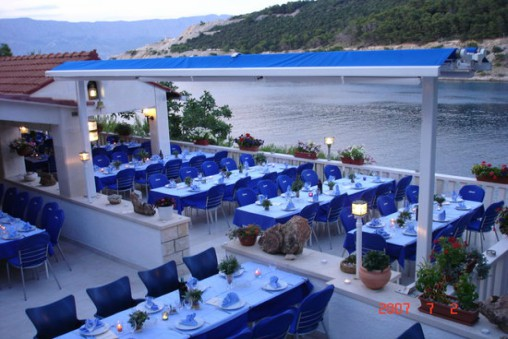 Restaurant_Lucic_Pucisca_Bay_Brac_Island TH
