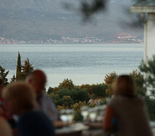 Grill Garden Restaurant, Mirca Bay, Brac Island 6