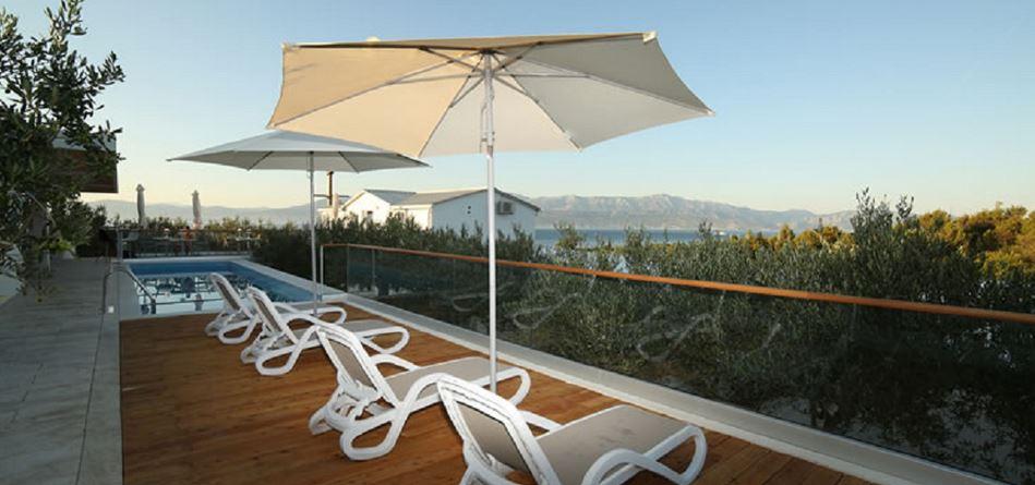 Grill Garden Restaurant, Mirca Bay, Brac Island 7