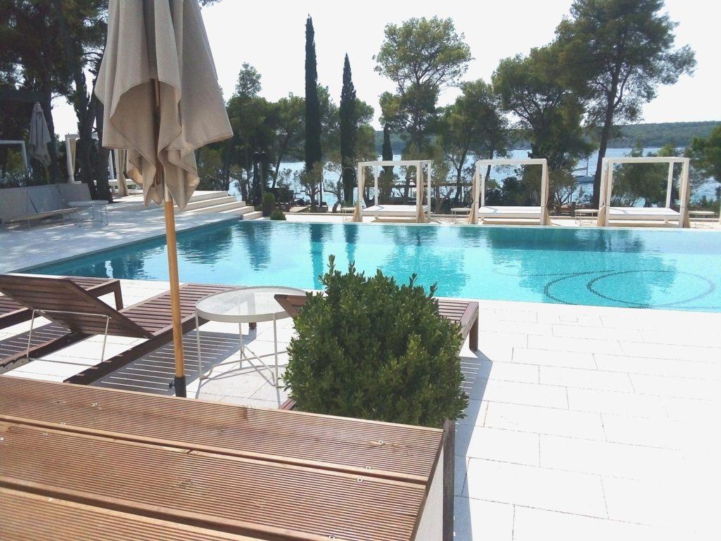 Olife-Beach-Club,-Milna-Bay-Brac-Island-(4)