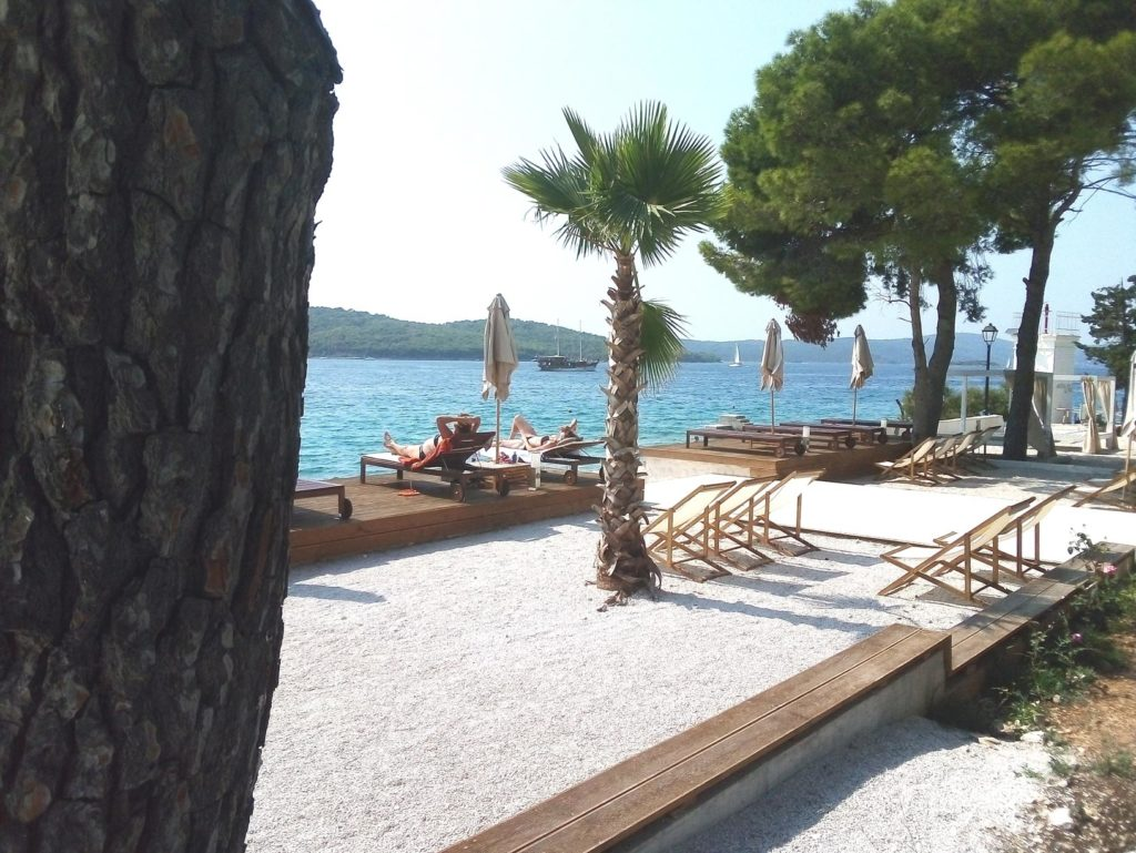 Olife-Beach-Club,-Milna-Bay-Brac-Island-(5)