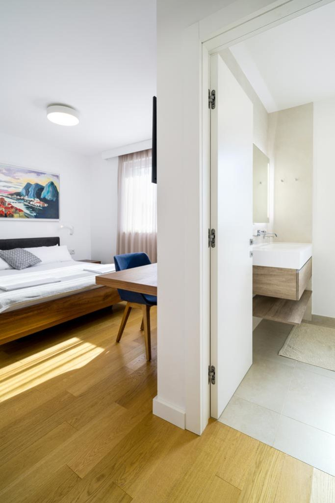Villa-Cinquento,-Slatine-Bay,-Split-Riviera-5-(7)