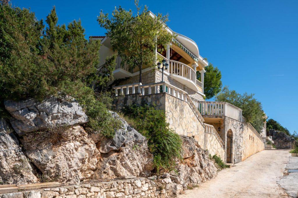 Villa-Sunshine,-Vinisce-Bay,-Split-Riviera-(15)