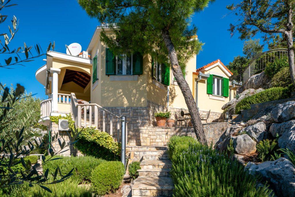 Villa-Sunshine,-Vinisce-Bay,-Split-Riviera-(30)
