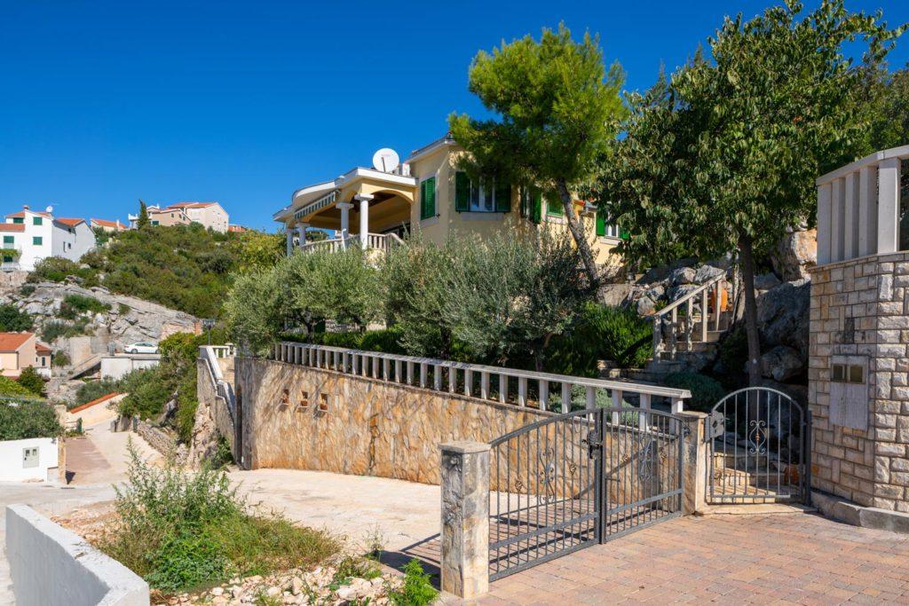Villa-Sunshine,-Vinisce-Bay,-Split-Riviera-(31)