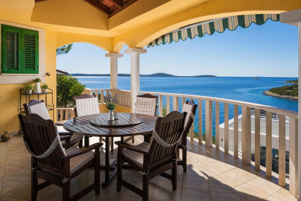 Villa-Sunshine,-Vinisce-Bay,-Split-Riviera-(5)