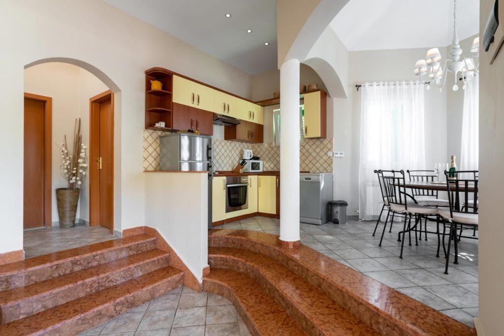 Villa-Sunshine,-Vinisce-Bay,-Split-Riviera-(9)