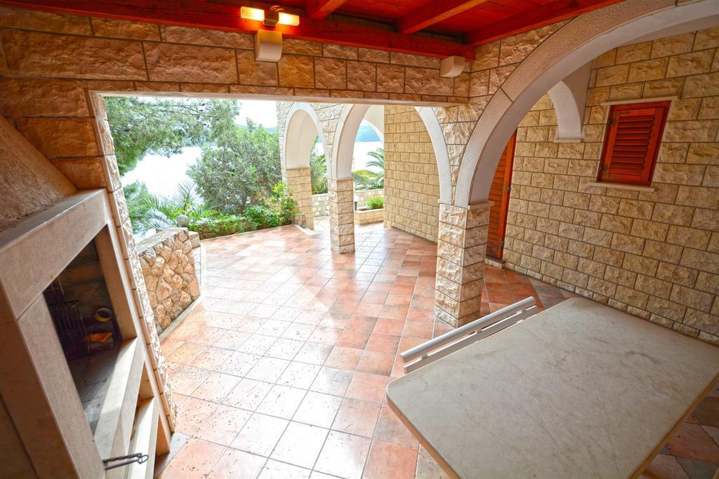 Villa Slano, Slano Bay, Dubrovnik Riviera - upper terrace dining area and BBQ
