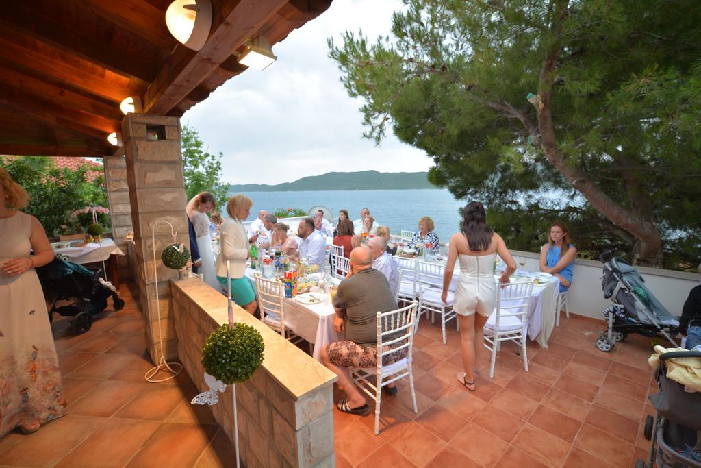 Villa Slano, Slano Bay, Dubrovnik Riviera - upper terrace dining area