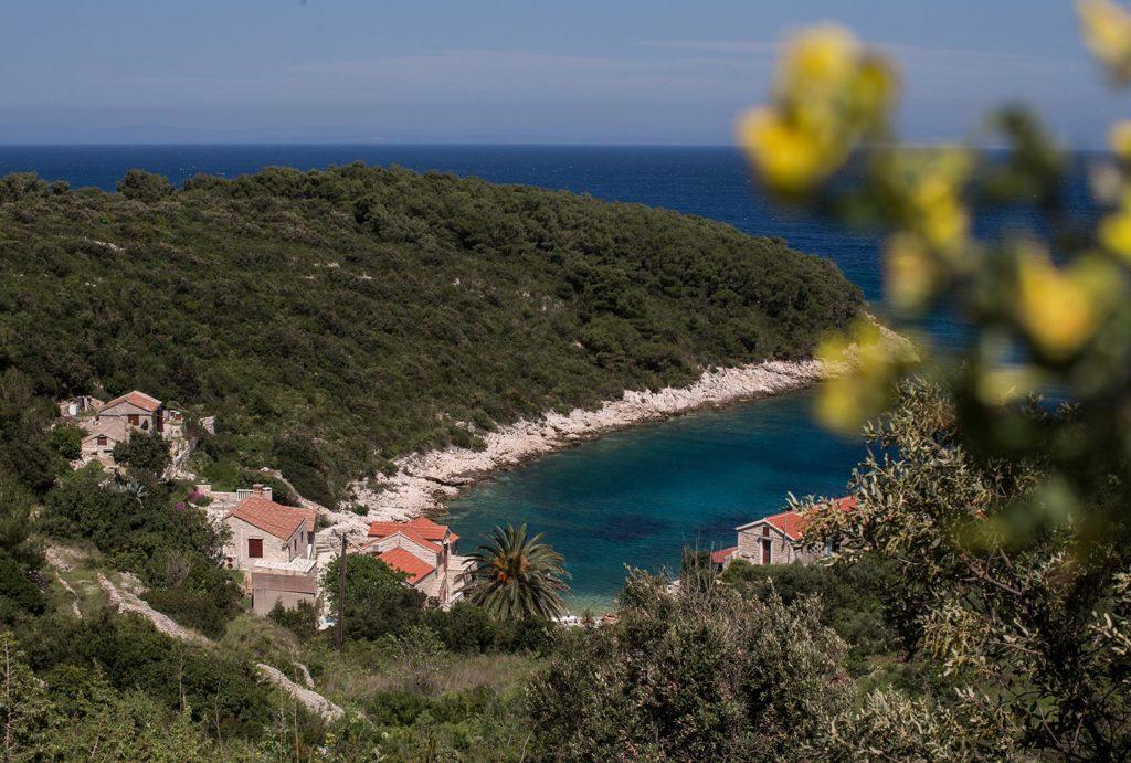 Villa-Silente,-Tiha-Bay,-Vis-Island-(1)