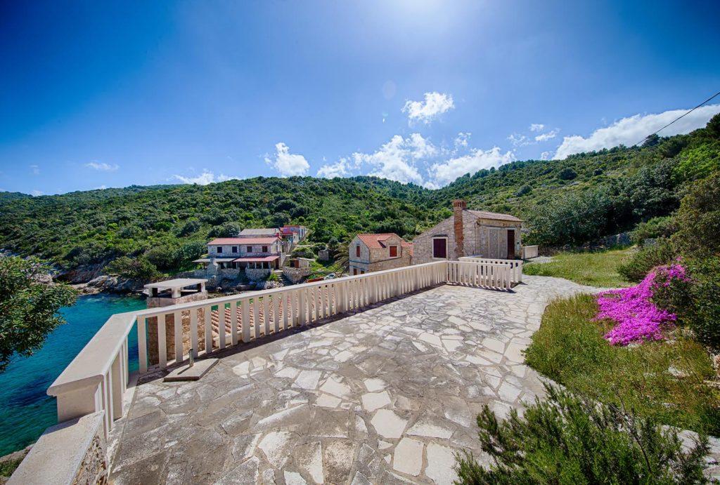 Villa-Silente,-Tiha-Bay,-Vis-Island-(11)