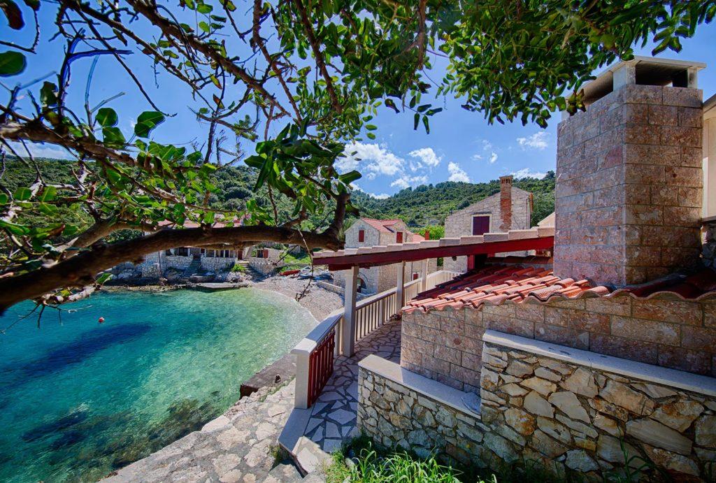 Villa-Silente,-Tiha-Bay,-Vis-Island-(3)