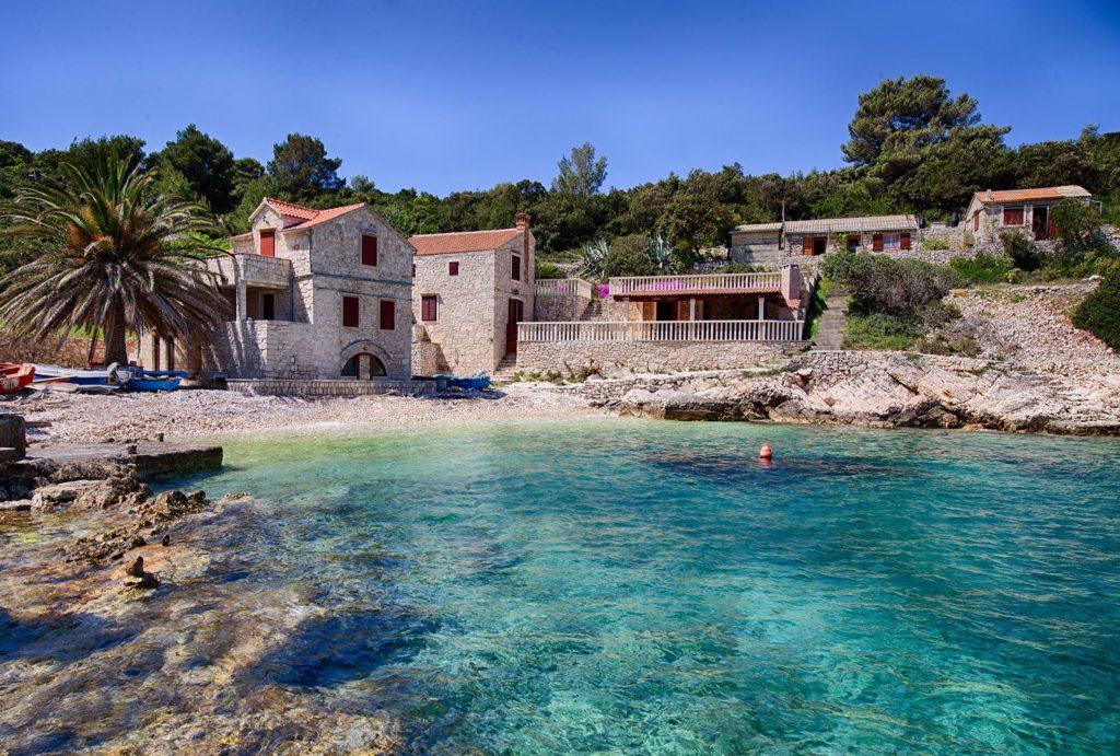 Villa-Silente,-Tiha-Bay,-Vis-Island-(4)