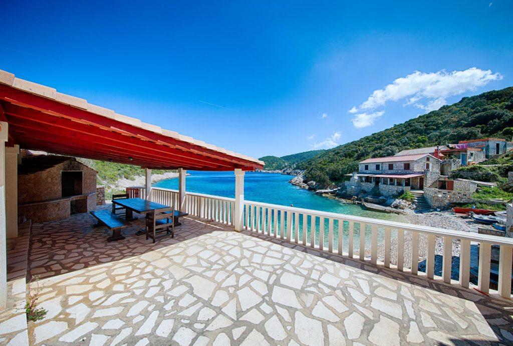 Villa-Silente,-Tiha-Bay,-Vis-Island-(5)